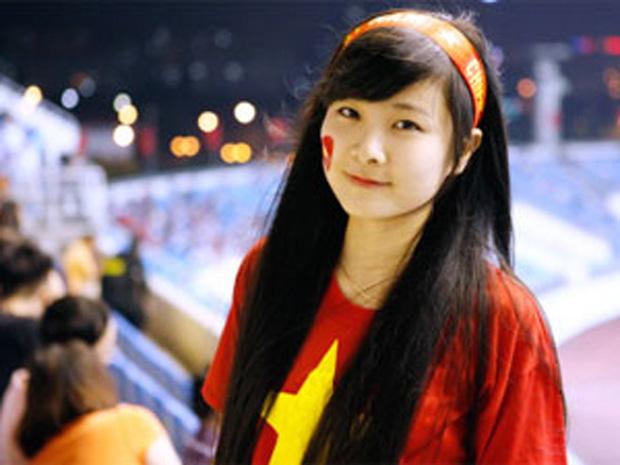 Nữ sinh khóc nức nở khi đội tuyển Việt Nam thua trận, ai ngờ khoảnh khắc chụp lén lại thay đổi cuộc đời ngoạn mục - Ảnh 4.