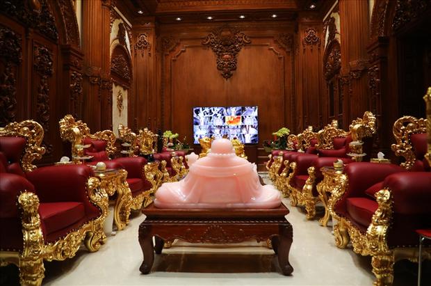 Cận cảnh lâu đài dát vàng của đại gia xi măng ở Ninh Bình: Xây thô hết 400 tỷ, nội thất đắt đến choáng ngợp - Ảnh 5.