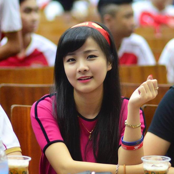 Nữ sinh khóc nức nở khi đội tuyển Việt Nam thua trận, ai ngờ khoảnh khắc chụp lén lại thay đổi cuộc đời ngoạn mục - Ảnh 6.