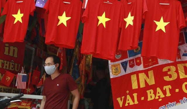 Báo quốc tế in quốc kỳ Việt Nam trên nguyên trang và dành 6 trang nói về Ngôi sao đang lên của châu Á  - Ảnh 4.