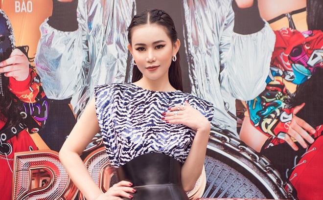 Cao Thùy Trang đẹp nổi bật dù diện đầm bình dân
