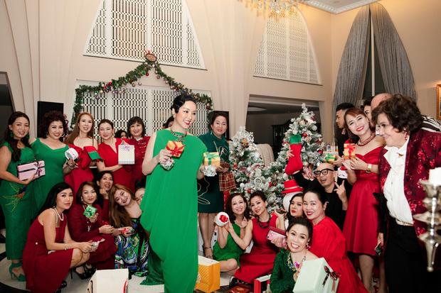Cận cảnh biệt thự của Hoa hậu Giáng My: Sang chảnh như cung điện, phòng khách có sức chứa cả trăm người - ảnh 1