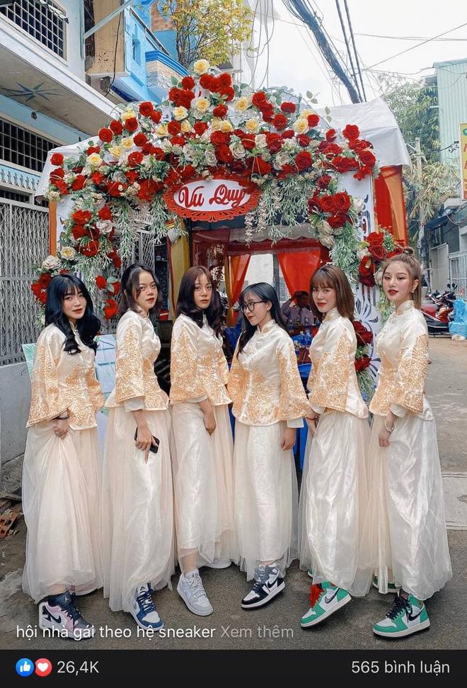 Lác mắt trước hội nhà gái theo hệ sneaker, toàn Air Jordan xịn sò trong đám cưới của cô dâu gốc Hoa - Ảnh 4.