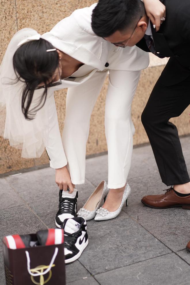 Lác mắt trước hội nhà gái theo hệ sneaker, toàn Air Jordan xịn sò trong đám cưới của cô dâu gốc Hoa - Ảnh 2.