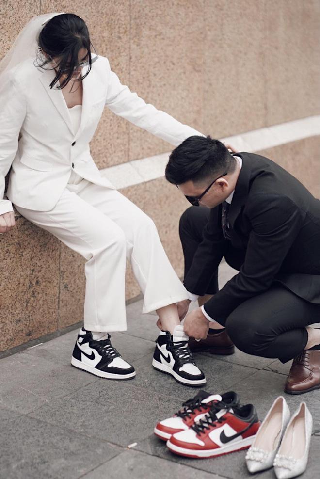 Lác mắt trước hội nhà gái theo hệ sneaker, toàn Air Jordan xịn sò trong đám cưới của cô dâu gốc Hoa - Ảnh 3.