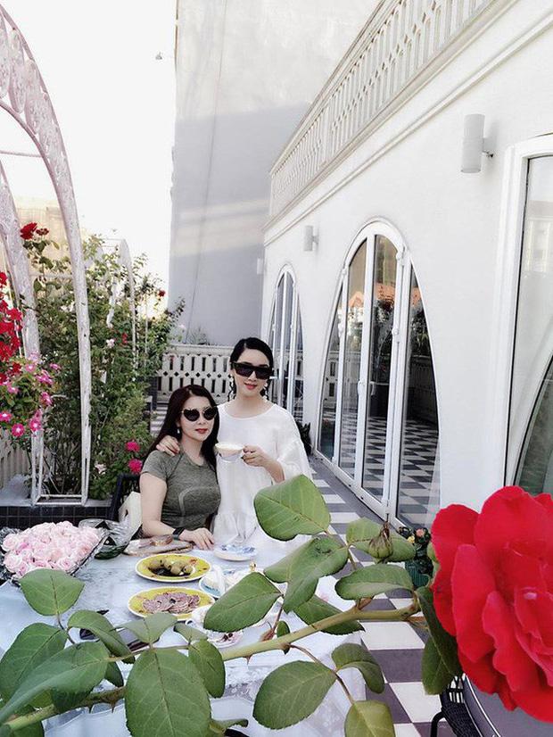 Cận cảnh biệt thự của Hoa hậu Giáng My: Sang chảnh như cung điện, phòng khách có sức chứa cả trăm người - ảnh 11