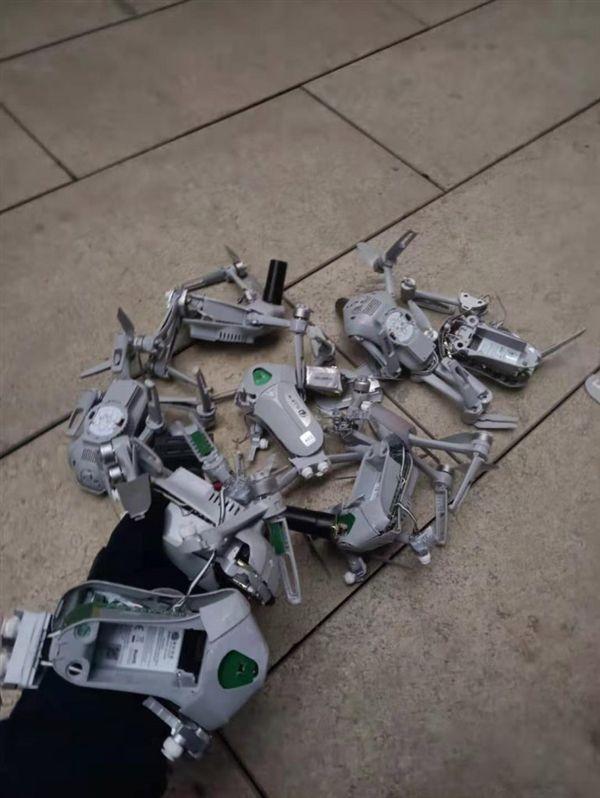 Cả trăm chiếc drone đâm vào tòa nhà khi đang biểu diễn, dân mạng lại nghi ngờ Made in China - Ảnh 4.