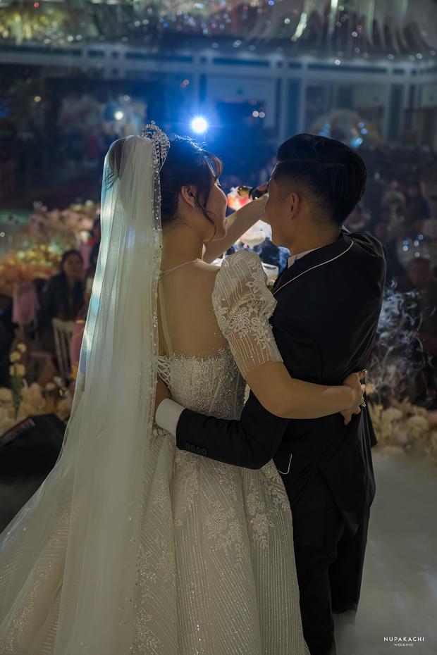 """Đám cưới """"cổ tích"""" tại Bắc Ninh: Bố tự tay thiết kế hôn lễ cho con gái, chi phí hơn 30 tỷ, gần 300 xế hộp xếp chật kín đường - Ảnh 10."""