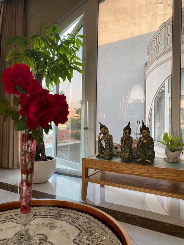 Cận cảnh biệt thự của Hoa hậu Giáng My: Sang chảnh như cung điện, phòng khách có sức chứa cả trăm người - ảnh 7
