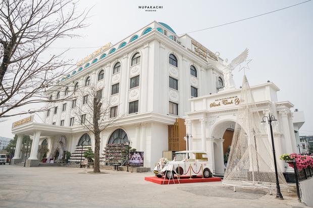 """Đám cưới """"cổ tích"""" tại Bắc Ninh: Bố tự tay thiết kế hôn lễ cho con gái, chi phí hơn 30 tỷ, gần 300 xế hộp xếp chật kín đường - Ảnh 13."""
