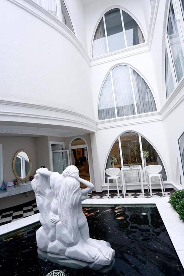 Cận cảnh biệt thự của Hoa hậu Giáng My: Sang chảnh như cung điện, phòng khách có sức chứa cả trăm người - ảnh 10