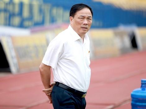 Bầu Đệ mời cựu bác sĩ Hoàng Công Lương về làm việc - Ảnh 1.
