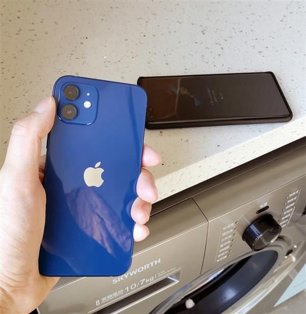 Cô gái vô tình ném cả Huawei Mate40 và iPhone 12 vào máy giặt, kết quả lúc lấy ra đầy bất ngờ - Ảnh 4.