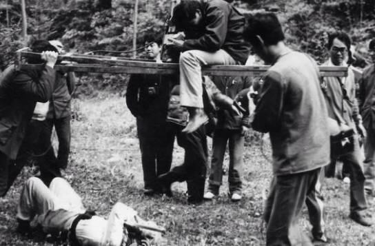 Kỹ thuật quay phim cực sáng tạo của Tây Du Ký: Long cung, cân đẩu vân hóa ra được tạo nên như thế này - Ảnh 4.