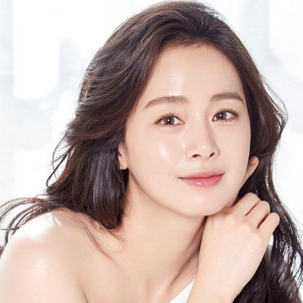 Cuối cùng Bi Rain đã hé lộ chi tiết về nhan sắc của 2 con gái, đặc điểm giống Kim Tae Hee khiến dân tình vỡ oà - Ảnh 2.