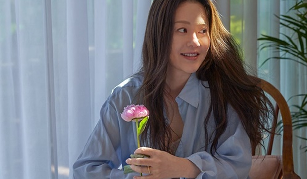 Đánh bật cả Hyun Bin - Son Ye Jin, nhan sắc U50 của Á hậu bị đế chế Samsung ruồng bỏ lên top 1 Naver - Ảnh 3.