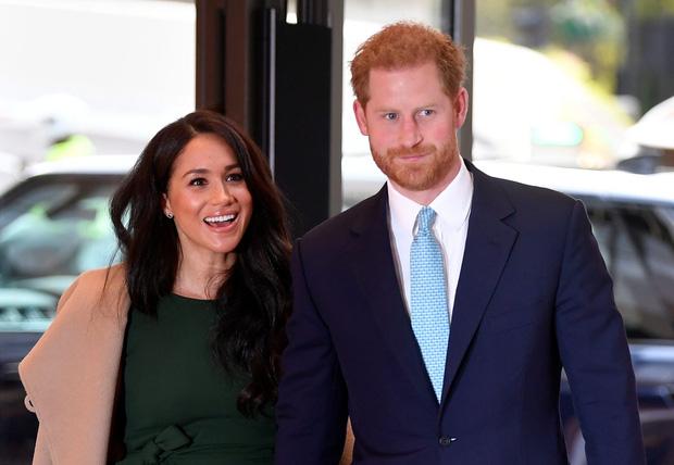 Hoàng tử Harry quyết định trở về Hoàng gia lần đầu sau khủng hoảng Megxit, Meghan và con trai không đi cùng vì lý do ít ai ngờ tới - Ảnh 1.