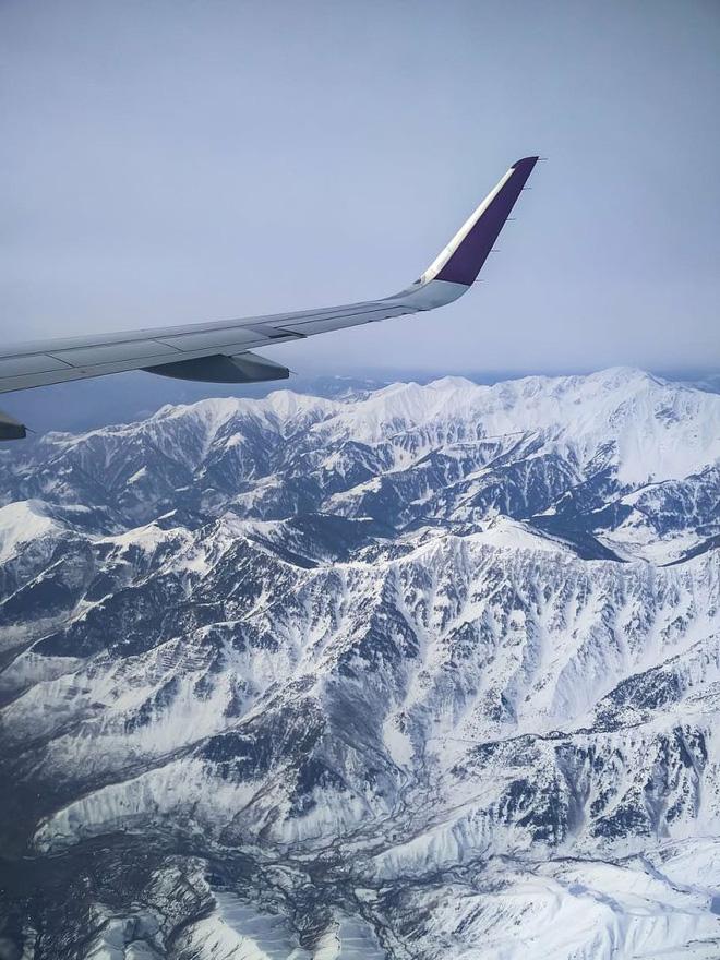 Tại sao các máy bay dân dụng hiếm khi bay qua dãy Himalaya? - Ảnh 1.