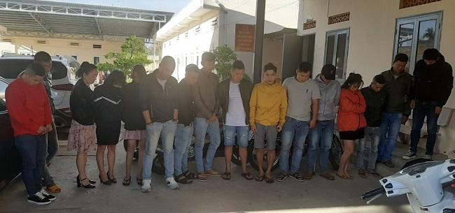 Hai nhóm thanh niên thuê phòng VIP để bay lắc - Ảnh 1.