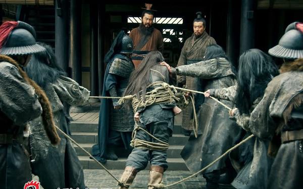 Trước khi giết Lã Bố, vì sao Tào Tháo không hỏi mưu sĩ giỏi giang bên cạnh mình mà lại hỏi ý kiến của Lưu Bị? - Ảnh 4.