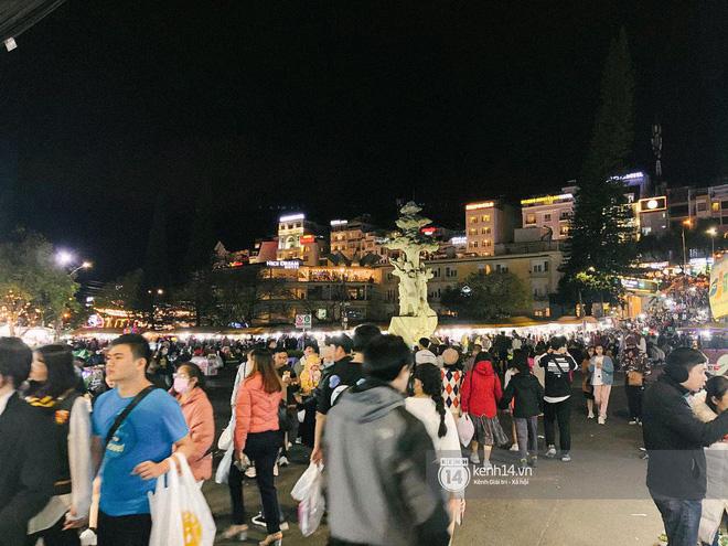 """Cảnh tượng trái ngược tại Đà Lạt trong ngày Chủ nhật đầu tiên của năm mới: Nơi đông chen không thở nổi, chỗ lại """"vắng tanh vắng lạnh"""" - Ảnh 20."""