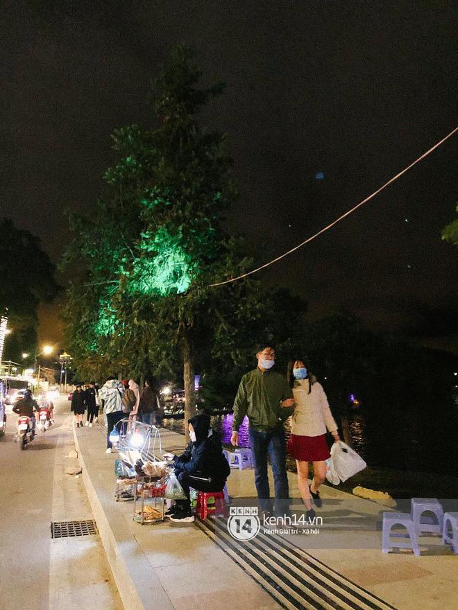 """Cảnh tượng trái ngược tại Đà Lạt trong ngày Chủ nhật đầu tiên của năm mới: Nơi đông chen không thở nổi, chỗ lại """"vắng tanh vắng lạnh"""" - Ảnh 29."""