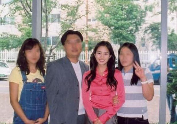 Hot lại bộ ảnh Kim Tae Hee thời sinh viên: Nhan sắc chấp camera mờ nhòe, bảo sao thành nữ thần Đại học Quốc gia Seoul - Ảnh 5.