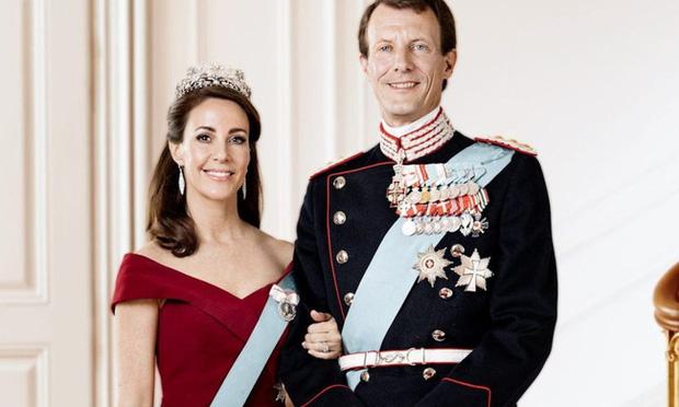Drama chưa có hồi kết của hoàng gia Đan Mạch: Hết bị chị dâu ganh ghét, Hoàng tử phi còn phải đối phó với vợ cũ của chồng kề cận bên cạnh - Ảnh 2.