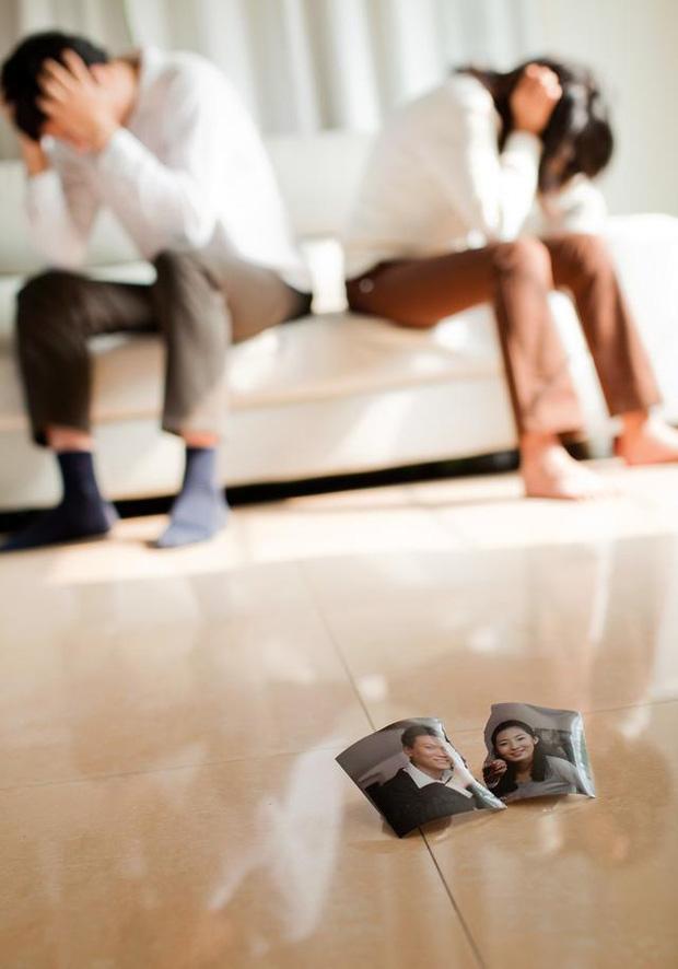 Vụ kiện cân não đầu năm mới: Vừa mang thai sau khi kết hôn chưa lâu, vợ ngã ngửa vì biết chồng mắc bệnh AIDS từ nhiều năm trước - Ảnh 1.