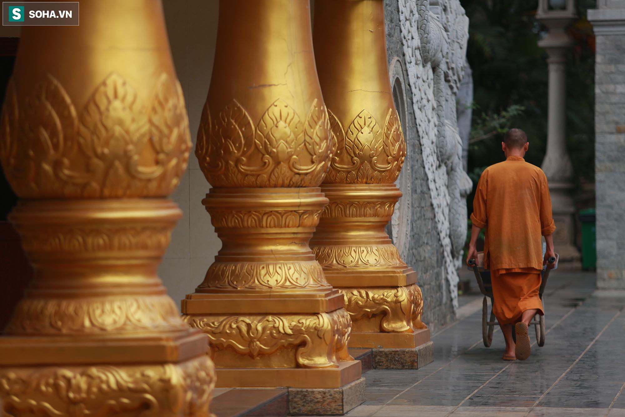 [Ảnh] Ngắm vẻ đẹp huyền bí của ngôi chùa lọt top đẹp nhất thế giới tọa lạc tại TP.Thủ Đức - Ảnh 8.