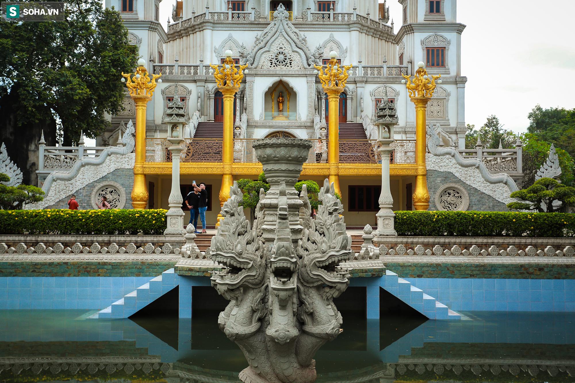 [Ảnh] Ngắm vẻ đẹp huyền bí của ngôi chùa lọt top đẹp nhất thế giới tọa lạc tại TP.Thủ Đức - Ảnh 4.
