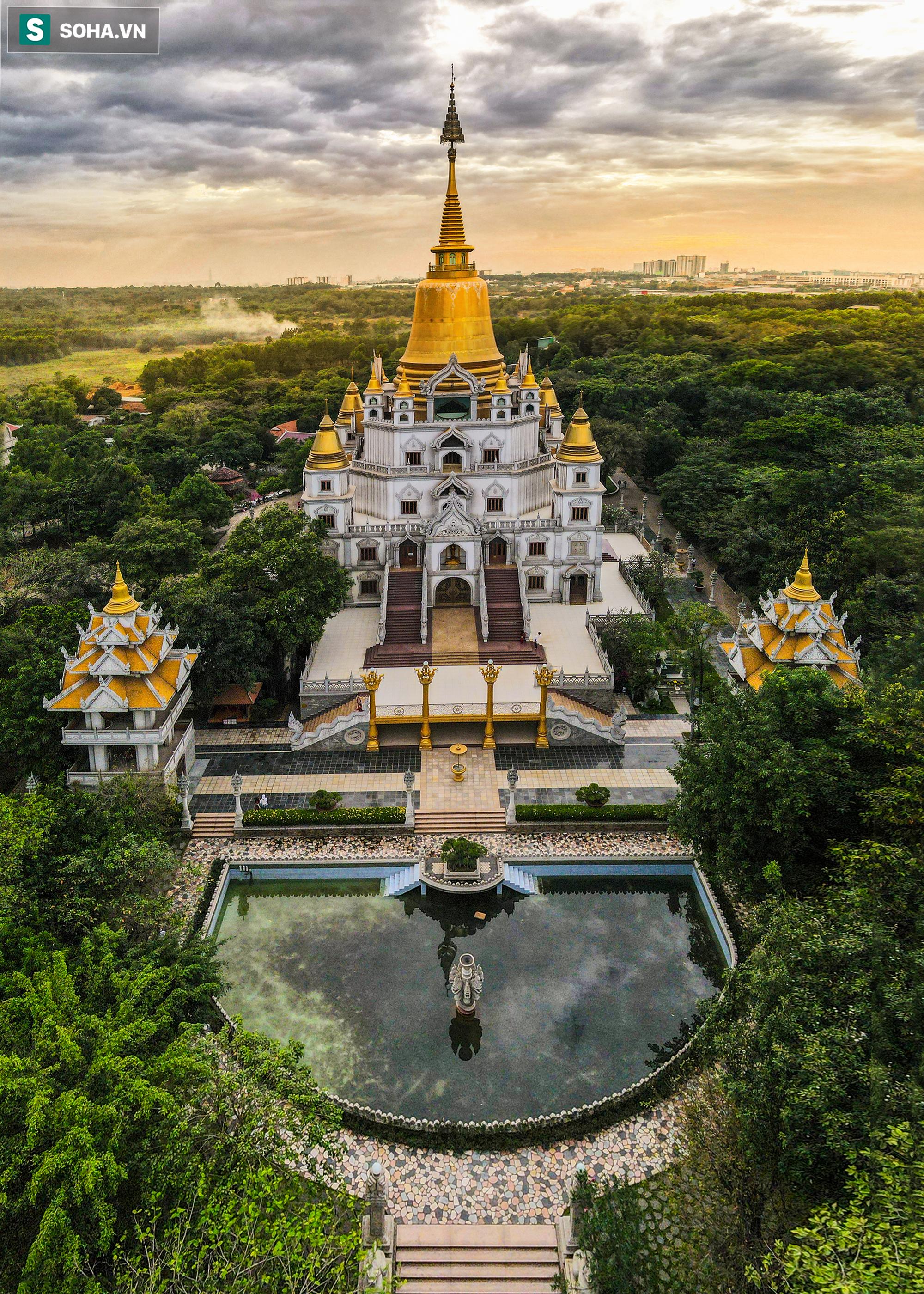 [Ảnh] Ngắm vẻ đẹp huyền bí của ngôi chùa lọt top đẹp nhất thế giới tọa lạc tại TP.Thủ Đức - Ảnh 3.