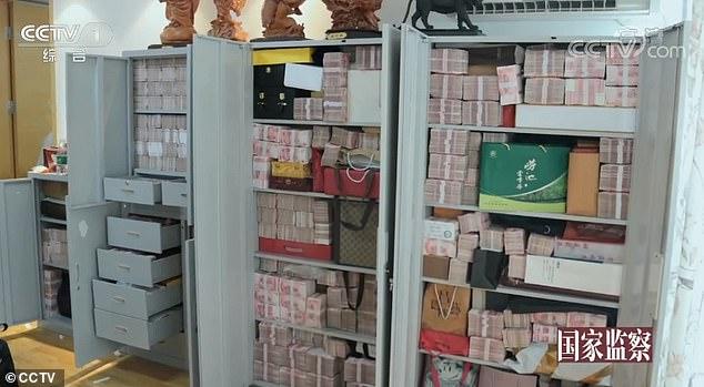 Choáng với 3 tấn tiền chất như núi trong nhà quan tham Trung Quốc - Ảnh 2.