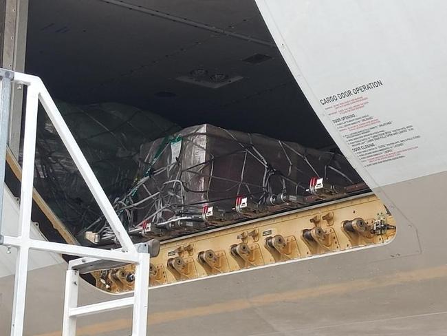 Chuyến bay cuối cùng của Á hậu Philippines: Thi hài nằm trong quan tài lạnh lẽo được đưa về quê nhà, tang lễ riêng tư đẫm nước mắt - Ảnh 3.