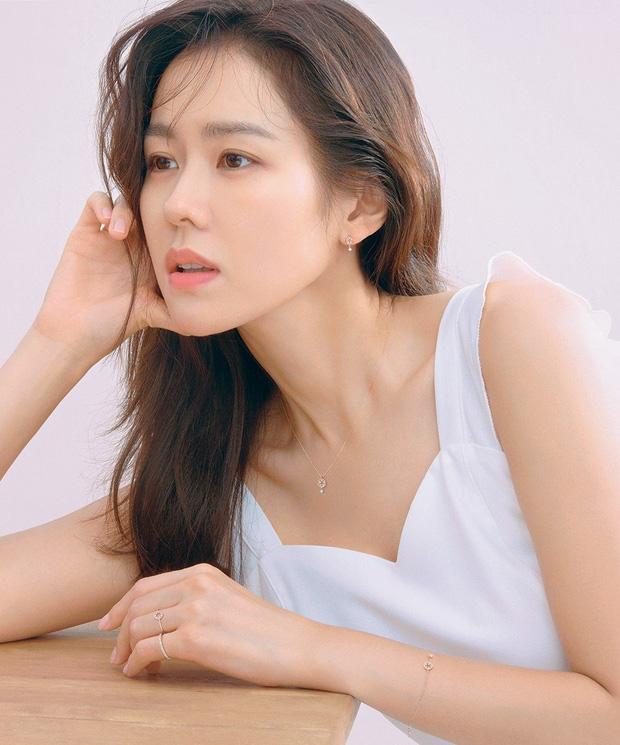 Đặt 2 cặp đôi đẳng cấp nhất Kbiz lên bàn cân: Son Ye Jin - Hyun Bin bị Kim Tae Hee - Bi Rain bỏ xa về tài sản nhưng lại hơn ở điểm này - Ảnh 5.