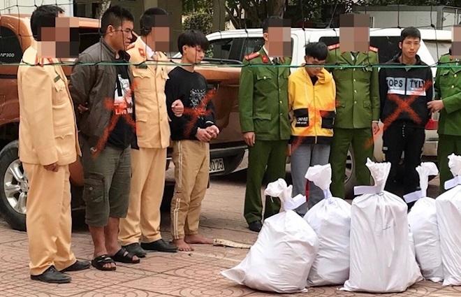 Cảnh sát bắn chỉ thiên, chặn xe ô tô chở 8 bao tải ma túy trị giá cả trăm tỷ đồng - Ảnh 1.