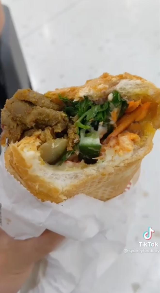 Dân mạng phát cuồng ổ bánh mì Việt Nam super size được bán ở Úc - ảnh 2