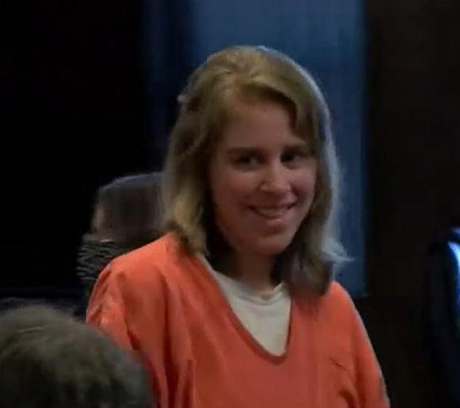 Người phụ nữ cười tươi trên tòa tưởng bình tĩnh hóa ra là quỷ dữ cùng tội ác gây ớn lạnh với đứa bé 4 tuổi - Ảnh 1.