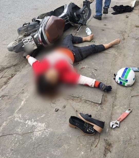 Camera tiết lộ dáng dấp hung thủ đâm người phụ nữ nhiều nhát giữa đường Hà Nội - Ảnh 1.
