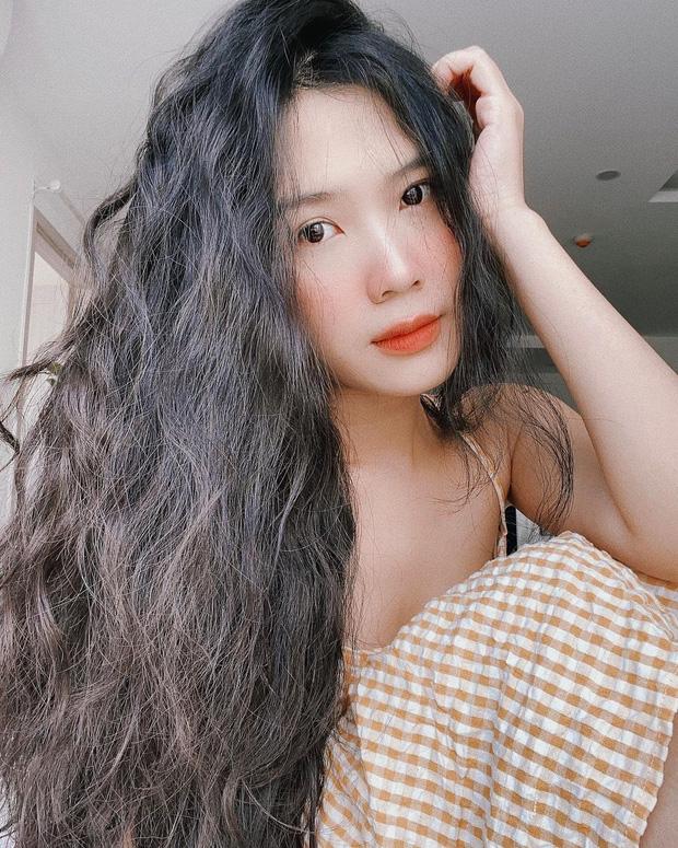 Cựu hot girl Sài thành khoe ảnh 'chị mẹ' hồi trẻ, đẹp thế này bảo sao chiếm hết spotlight của con - ảnh 1