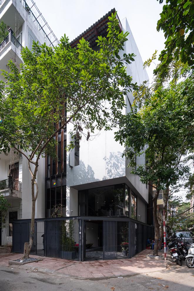 Nhà khoét mái 2 mặt tiền ở Hà Nội: Nhìn từ trên xuống đã trầm trồ, bước vào trong lại phải wow thêm tiếng nữa - Ảnh 20.