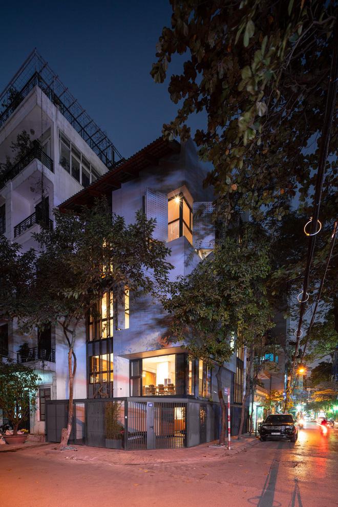 Nhà khoét mái 2 mặt tiền ở Hà Nội: Nhìn từ trên xuống đã trầm trồ, bước vào trong lại phải wow thêm tiếng nữa - Ảnh 21.