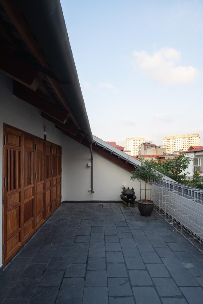 Nhà khoét mái 2 mặt tiền ở Hà Nội: Nhìn từ trên xuống đã trầm trồ, bước vào trong lại phải wow thêm tiếng nữa - Ảnh 6.