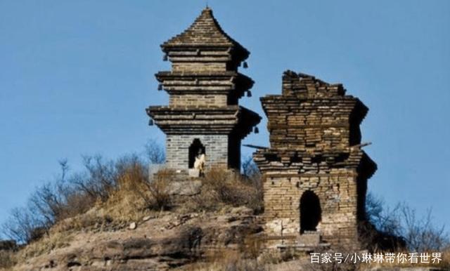 Tháp đôi trăm tuổi sừng sững trên cột đá 40m, du khách nào đến cũng cùng câu hỏi: Không đường lên thì xây kiểu gì? - Ảnh 5.