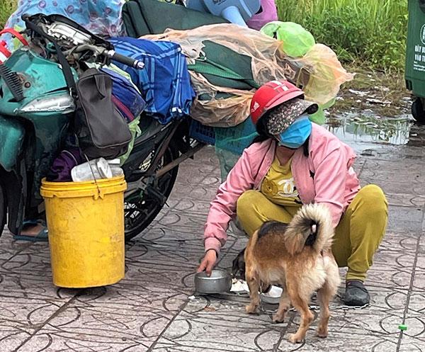 Nữ bác sĩ trong vụ 15 con chó bị tiêu hủy: Mang nhiều bệnh nền, chỉ vài tháng nữa là về hưu nhưng vẫn tham gia chống dịch - Ảnh 2.