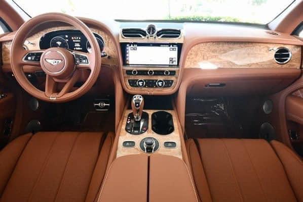 Đổi siêu xe Bentley Bentayga 21 tỉ đồng lấy 2 cây lan đột biến ở Đà Nẵng - Ảnh 2.