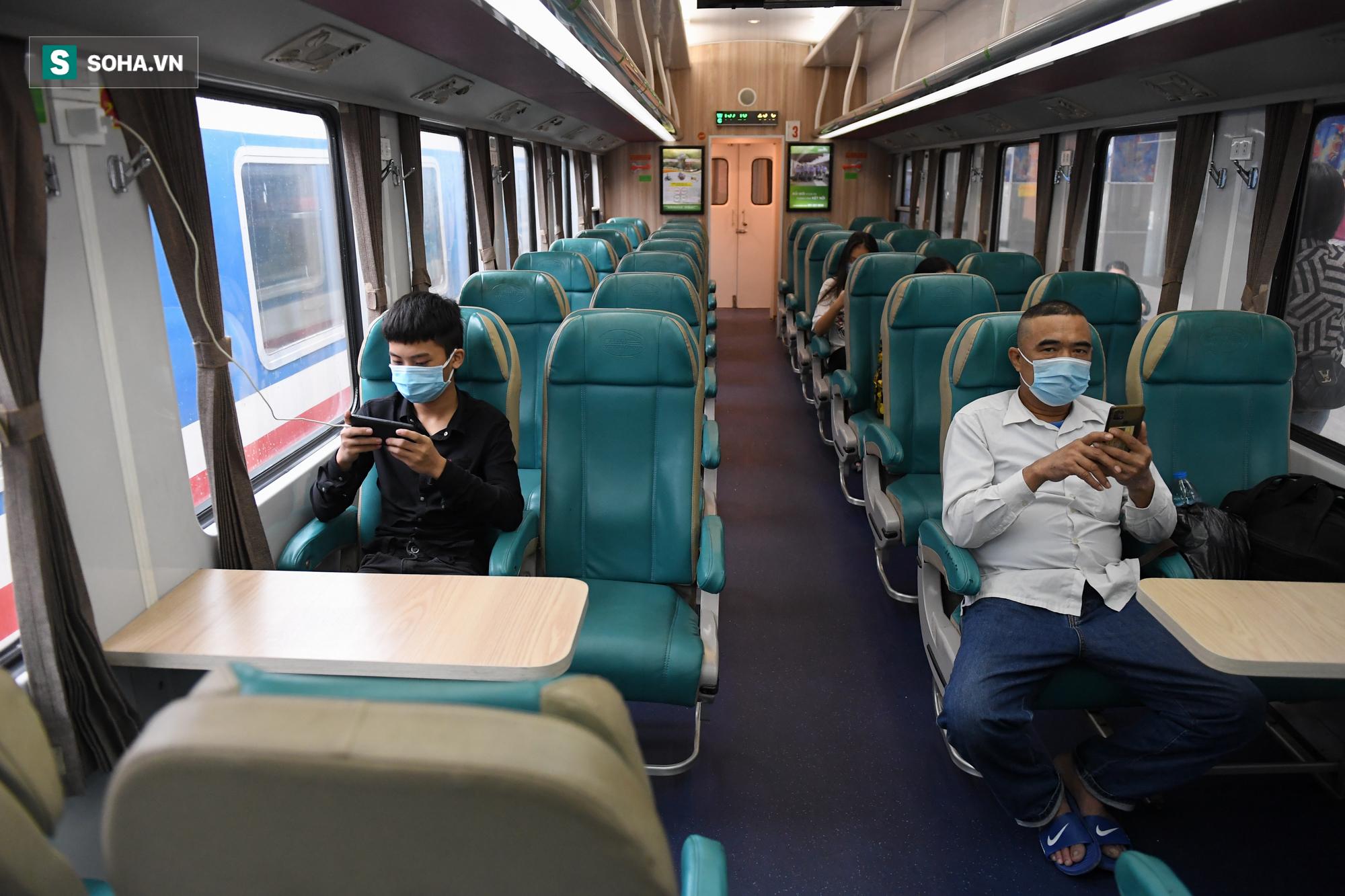 Người dân mừng rỡ khi đường sắt hoạt động trở lại: Mẹ ốm, con đẻ cả tháng mới được về thăm - Ảnh 5.