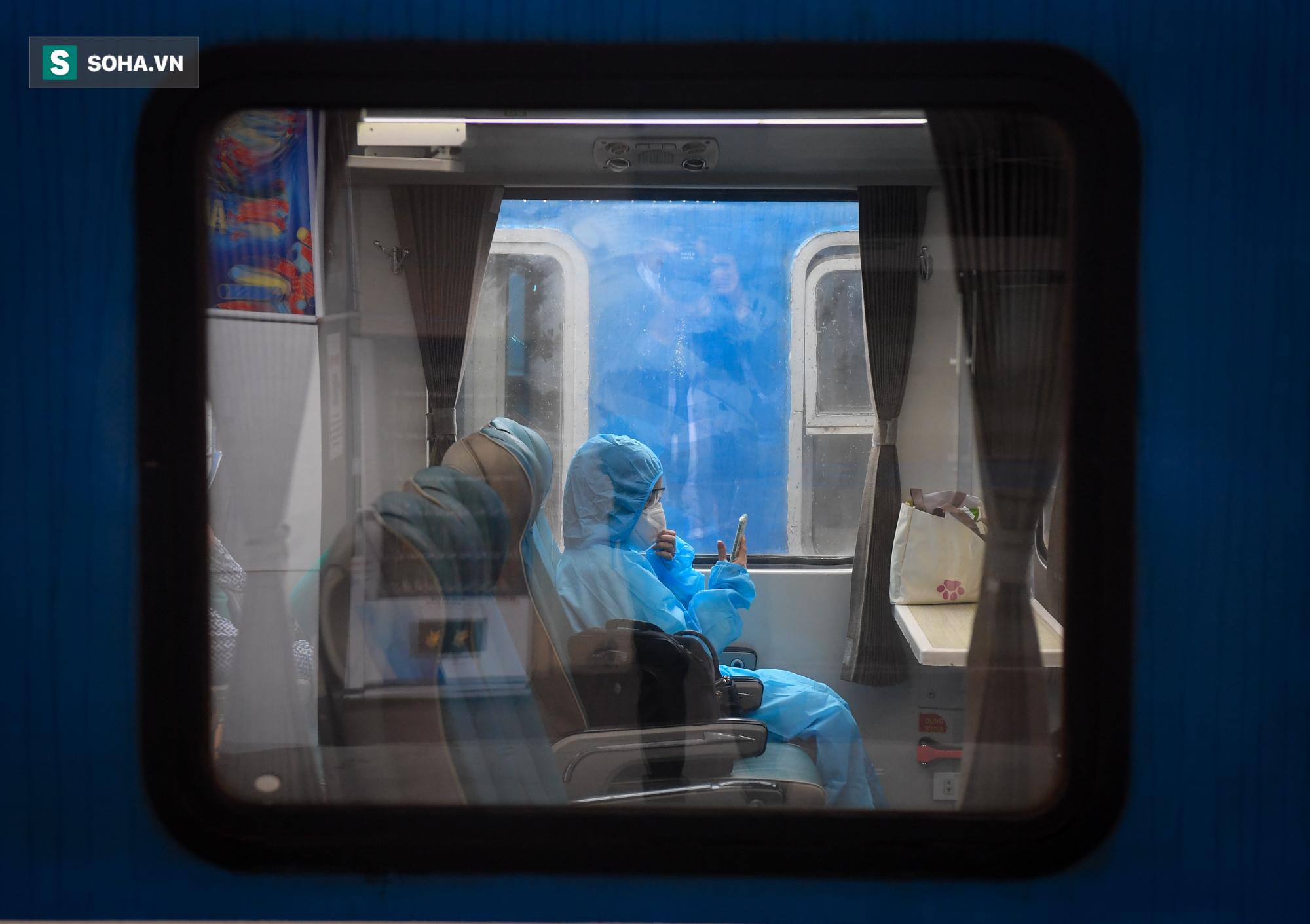 Người dân mừng rỡ khi đường sắt hoạt động trở lại: Mẹ ốm, con đẻ cả tháng mới được về thăm - Ảnh 7.