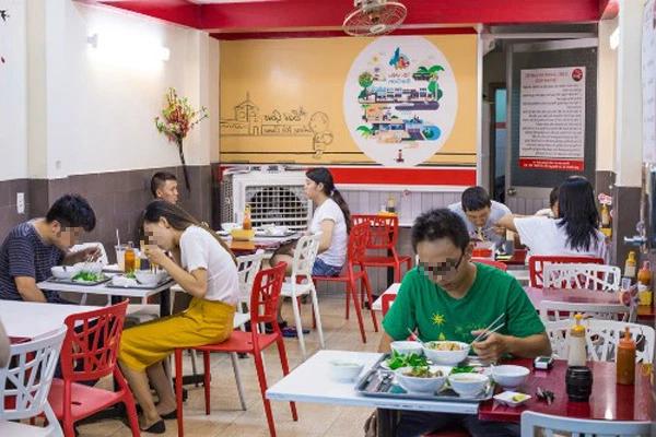 [NÓNG] Hà Nội cho phép ăn uống tại chỗ từ mai 14/10. Phát hiện ổ dịch cộng đồng qua xét nghiệm trước tiêm chủng - Ảnh 1.