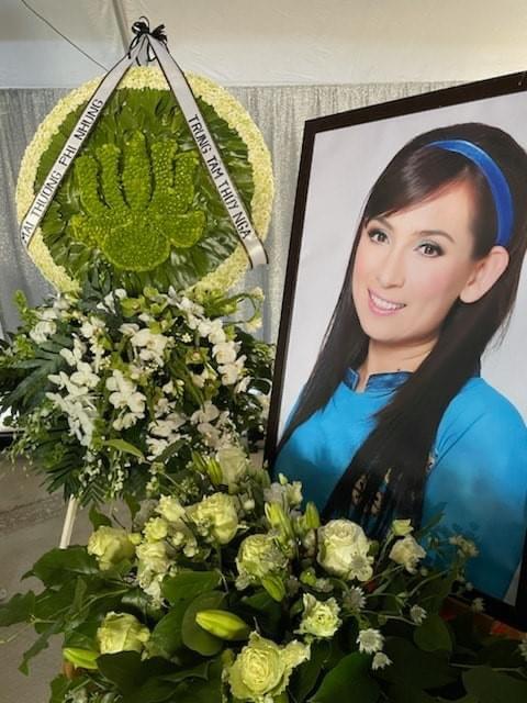 Việt Hương làm điều cực xúc động trong tang lễ Phi Nhung - Ảnh 4.